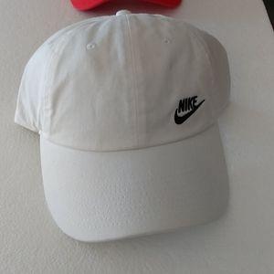 NWT Women's Nike White  Cap/Hat
